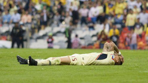 Castillo se lamenta tras fallar una opción clara de gol