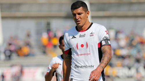El Maza Rodríguez durante el partido de Lobos vs Tigres