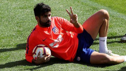 Diego Costa se relaja en el entrenamiento
