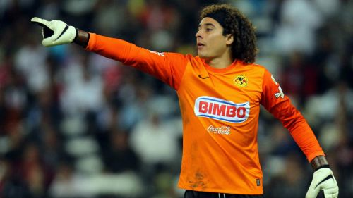Ochoa protege el arco de las Águilas en torneo de Liga MX
