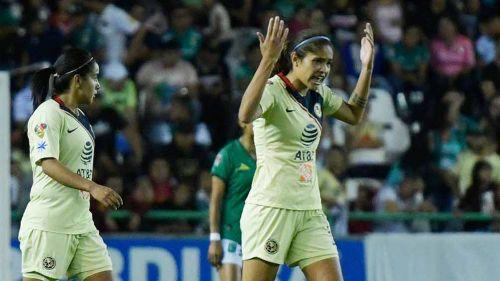 Daniela Espinosa festeja su gol contra León