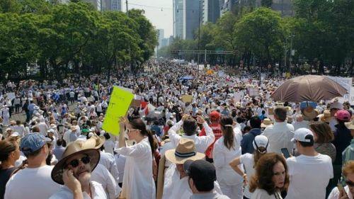 Resultado de imagen para Participan 15 mil personas en marcha del silencio que tuvo saldo blanco
