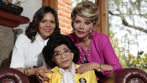 Marisela Peña, con su madre y su hija, en sesión para RÉCORD