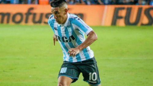 Ricardo Centurión durante un juego con Racing