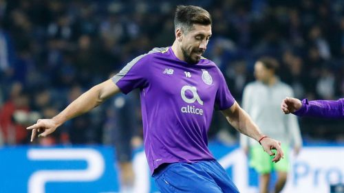 Héctor Herrera en calentamiento con el Porto