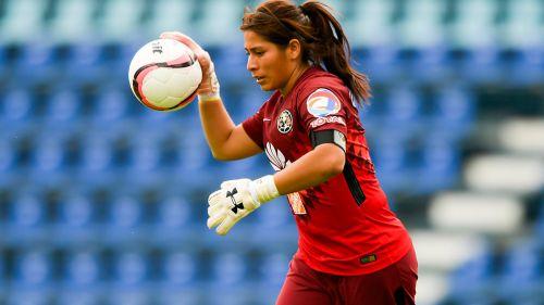 Cecilia Santiago, durante un duelo con América
