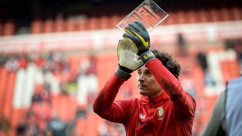 Memo Ochoa anuncia su salida del Standard Lieja