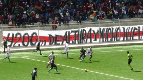 Árbitro boliviano muere en la cancha mientras dirigía partido de Primera División