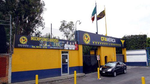 Fachada del Club América en Coapa