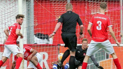 Árbitro anota en duelo de la Tercera División de Holanda