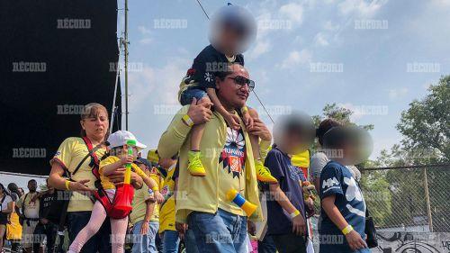 Aficionados del América arriban al Estadio Azteca
