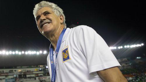 Tuca Ferretti sonríe tras obtener el Título del Clausura 2019