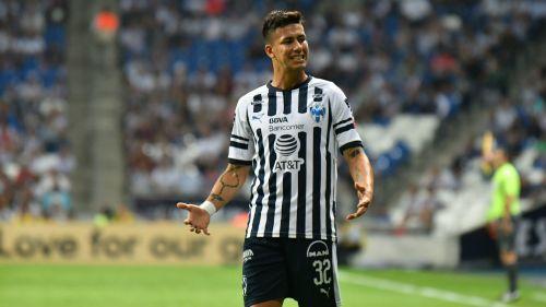Giovani dos Santos gana más que Carlos Vela sin jugar