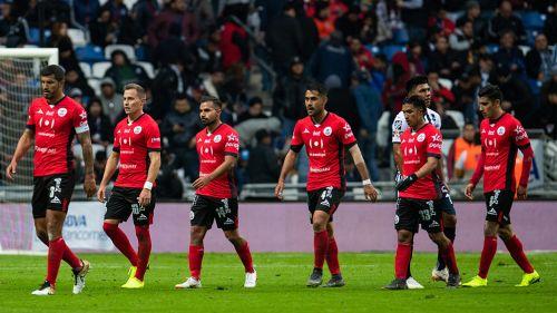 Jugadores de Lobos se lamentan tras juego contra Monterrey