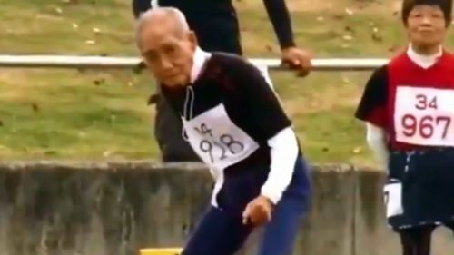 Atleta de 102 años termina prueba de 100 metros lisos