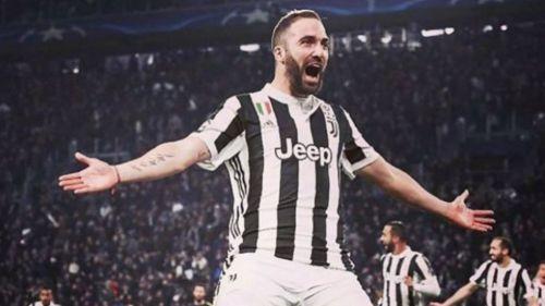 Higuaín festeja un gol con la Juventus