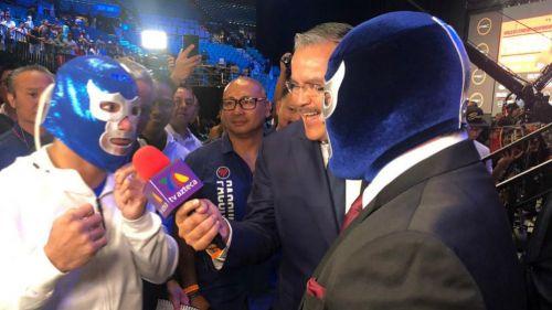 Manny Pacquiao (izquierda) con la mascara de Blue Demon