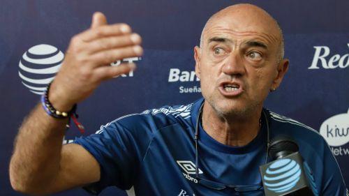 José Luis Sánchez Solá durante una conferencia de prensa