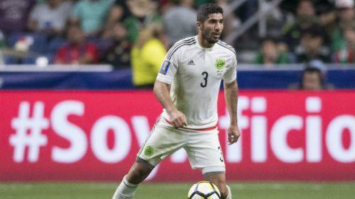 Jair Pereira conduce el balón en un juego del Tri en la Copa Oro 2017