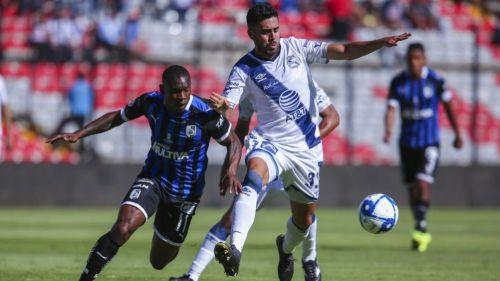 Fabián Castillo y Nestor Vidrio, durante el partido