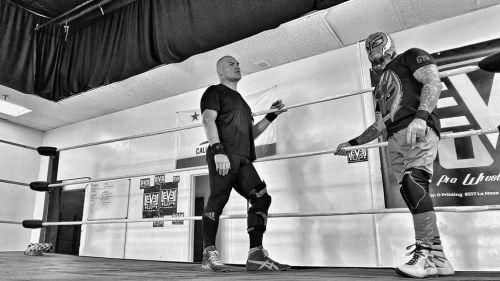 Caín Velásquez entrenando con Rey Mysterio