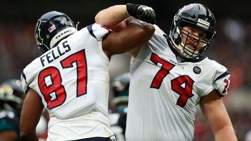 Jugadores de Texans celebran una jugada contra Jaguars
