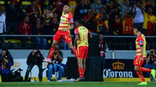 Miguel Sansores celebrando un gol con Monarcas