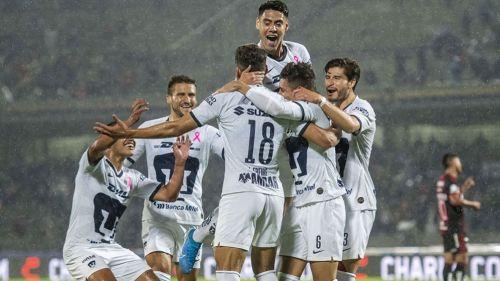 Pumas festeja un gol en CU