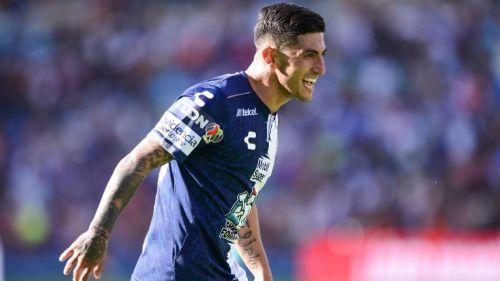 Víctor Guzmán festeja gol con Pachuca