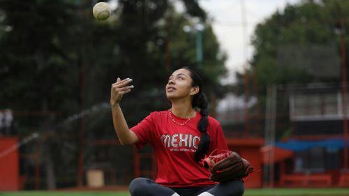 Stefanía Aradillas Alanís, seleccionada mexicana de sofbol