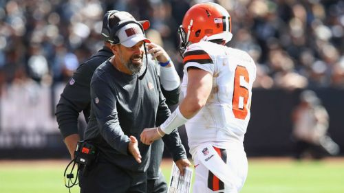 Todd Haley en partido de los Browns