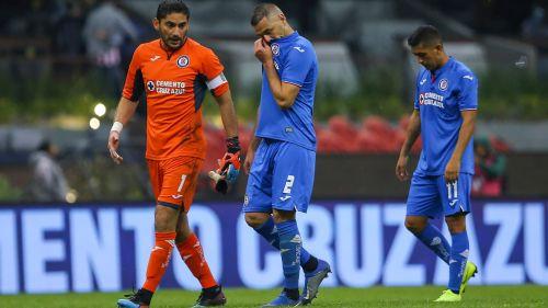 Jesús Corona, Pablo Aguilar y Elías Hernández lamenta una derrota de Cruz Azul