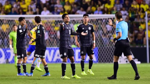 Silbante señala penalti a favor de Brasil