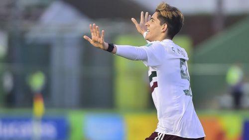 Muñoz festeja gol contra Japón