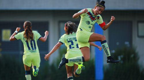 Mónica Rodríguez celebra tras gol de América en el Clásico