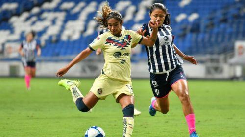 Daniela Espinosa y Rebeca Bernal, durante un partido