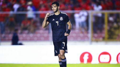 Raúl Jiménez en el partido entre México y Panamá
