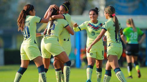 América Femenil: Las jugadoras celebran un gol