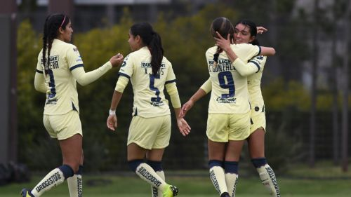 Jugadoras del América Femenil celebrando un gol contra Santos