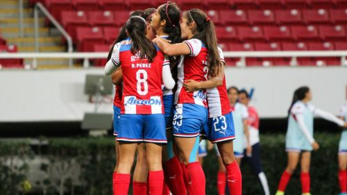 Chivas Femenil celebrando triunfo