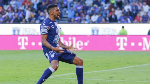Franco Jara celebrando un gol con Pachuca