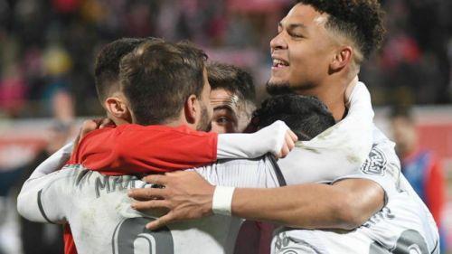 Los jugadores del Leonesa festejan la histórica victoria