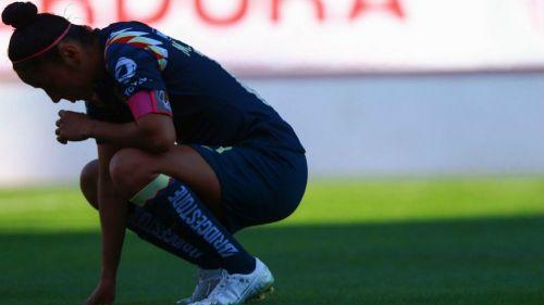 Mónica Rodríguez en lamento, durante el Necaxa vs América