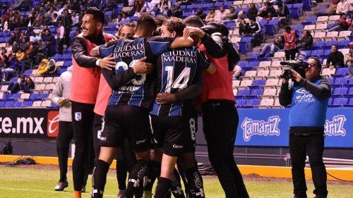 Jugadores de Gallos, en festejo contra Puebla