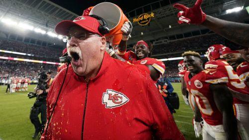 Andy Reid en festejo por ganar el Super Bowl LIV