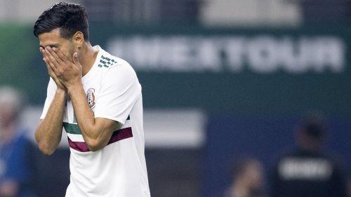 Carlos Vela en lamento durante un partido con el Tri