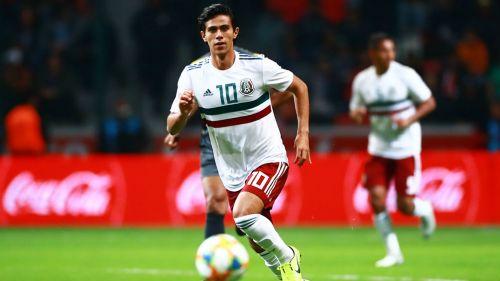 JJ Macías durante un partido con la Selección Mexicana