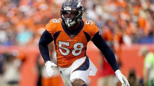 Von Miller durante un duelo con los Broncos