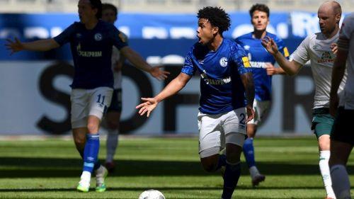 Weston McKennie durante un partido con Schalke 04