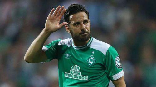 Pizarro se despide de la afición del Werder